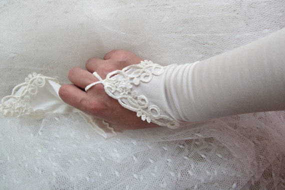 Bridal Gloves Stretchy With lace off white Ivory