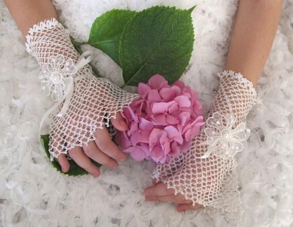 Vintage Style Fingerless Crochet Bridal Gloves Victorian  Gothic Goth Burlesque Ivory