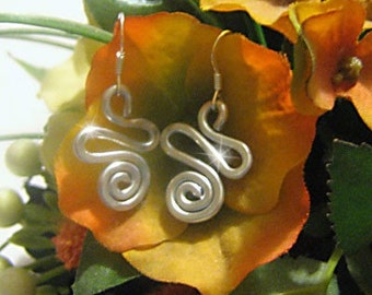 Earrings Swirl Bright Silver Metal Wire Hammered