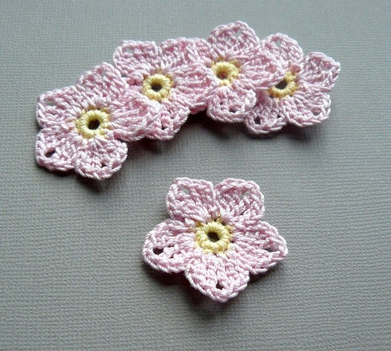 5 Crochet Flower Appliques -- 1-1/2 inch Flax Flowers, in Baby Pink