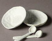 Pair of little salt cellar or teabag holders with matching miniature porcelain spoons