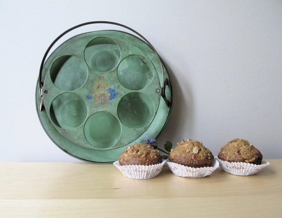 vintage cupcake carrier, metal cake stand, glass tumbler caddy