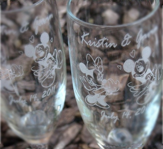 Mickey and Minnie (The Kiss)- Engraved Wedding Glass Toasting Flutes