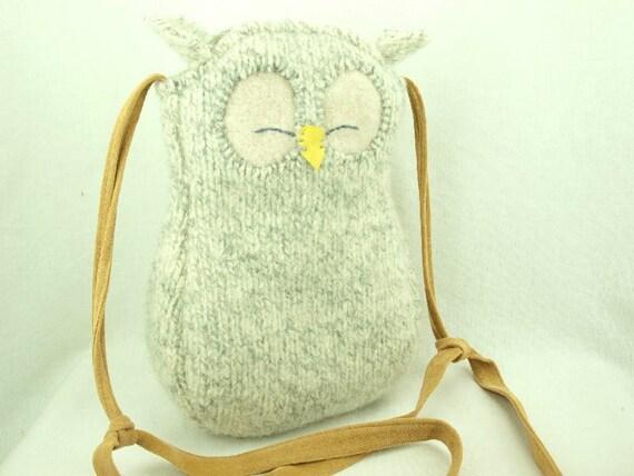 """Owl Shoulder Bag Wool Messenger Bag Felted Hip Bag Light Grey Natural White  Adjustable Leather Strap Cotton Lining Height 10.6"""""""