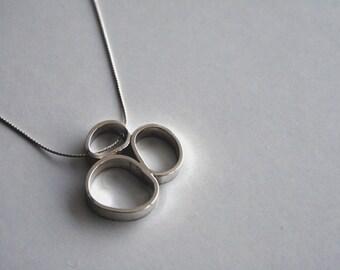Serra 3 Oval Necklace