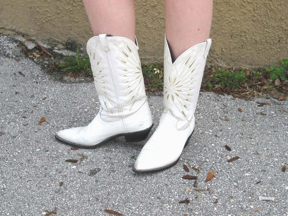 white cowgirl boots with gold trim 85 m vegan