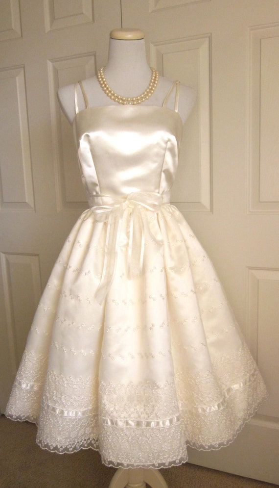 Items similar to wedding dress vintage style 1960s for 1960 style wedding dresses