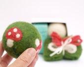 Needle Felting Toadstool Ball Kit - Learn How To Neelde Felt - Detailed Tutorial for Beginnners - Night and Day Ball