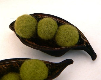 Peas in a Pod, needle felted nature display, unique handmade gift for nature lovers, olive green, garden inspired all natural eco friendly