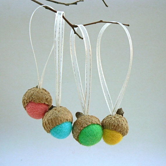 Acorn ornaments christmas tree decorations set of 10 for Acorn decoration