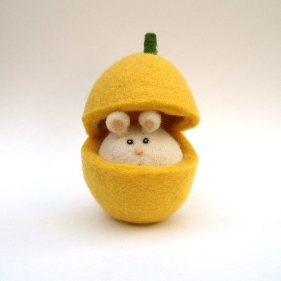 Easeter Toy, Butternut Pumpkin Mouse Cute Wool Felt Waldorf Handmade Spring Needle Children Kids Plush yellow mice