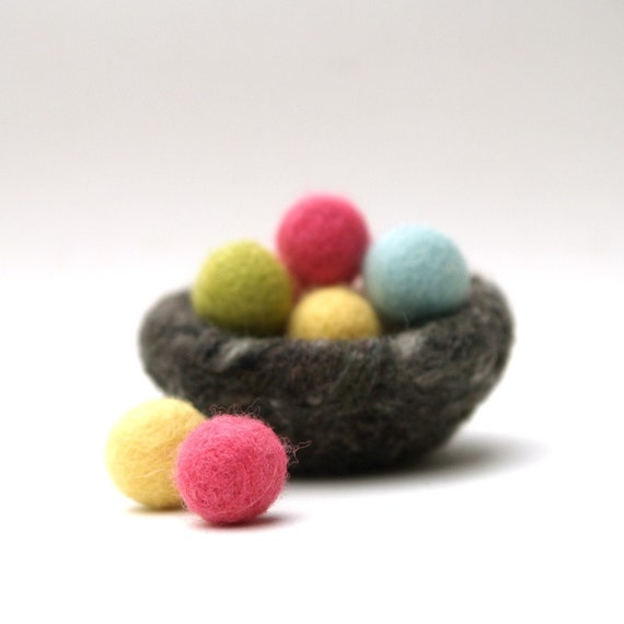 Easter Nest with Tiny Wool Eggs, needle felted decoration, colorful, rainbow, bird, pink, blue, pastel, Waldorf