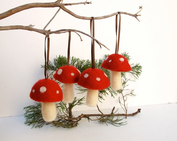 Hanging Toadstool Ornaments 4 red mushroom decoration woodland tree handmade nature white Hanging Alice in Wonderland