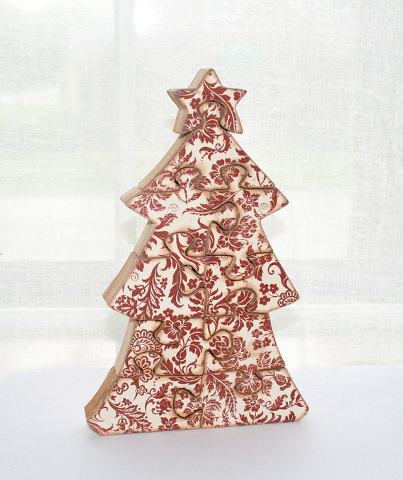 Decorations put on a christmas tree crossword clue for Decoration crossword clue