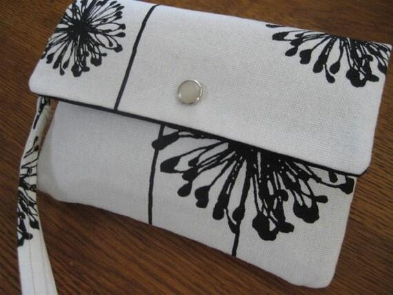 Smart Phone/iPhone/Digital Camera Wristlet with Credit Card/Money/ID Sleeve/Dandelion in Black