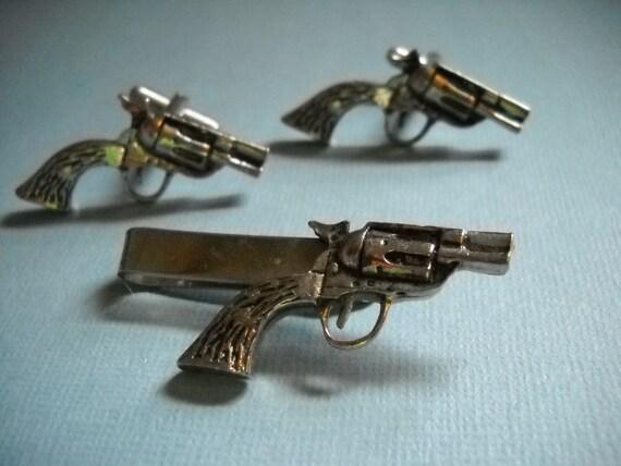 Men Jewelry Revolver Tie Tac Cufflinks Set