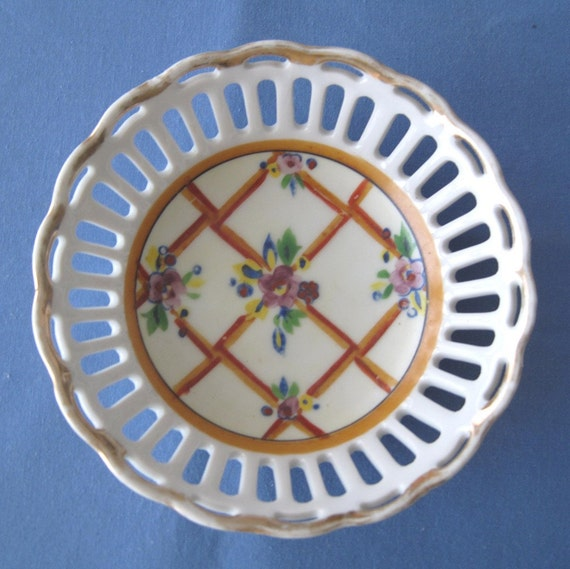 Vintage handpainted candy dish made in Japan