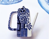 Willow coffee pot brooch