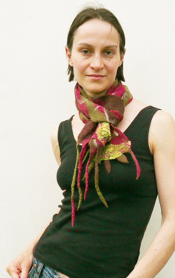 Felted scarf with fringes