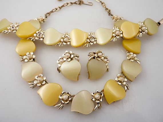 SALE --- Vintage Peach & Pear Lucite Demi Parure with Faux Pearls