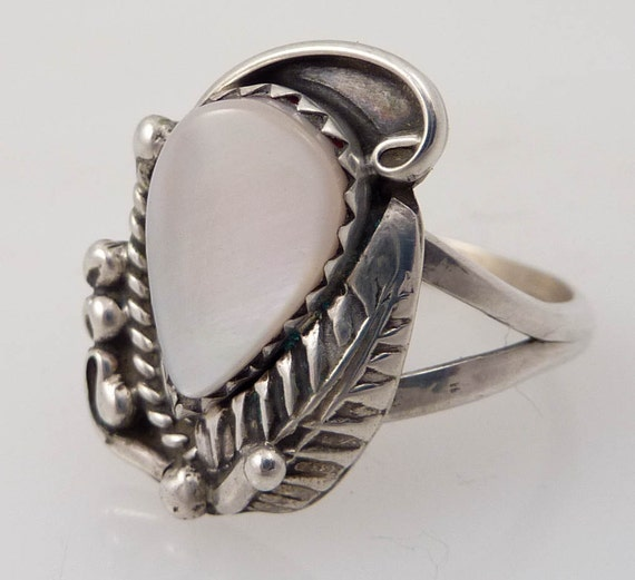 Size 6.25 Vintage Sterling Feather and Rope Design with Shell Ring