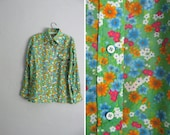 s a l e . vintage '70s bright KELLY GREEN FLORAL button-up shirt. size l xl.