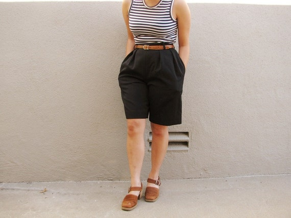 s a l e . vintage '90s black HIGH WAISTED WOOL shorts. size xs (2).