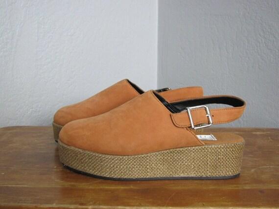 vintage '90s BURNT SIENNA PLATFORM sandals. size 7.