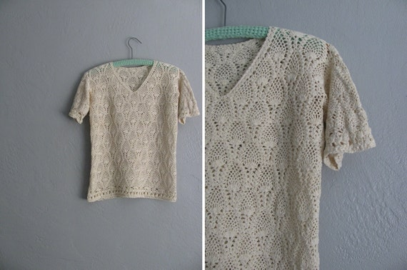 vintage CREAM CROCHETED short sleeve top. size s.