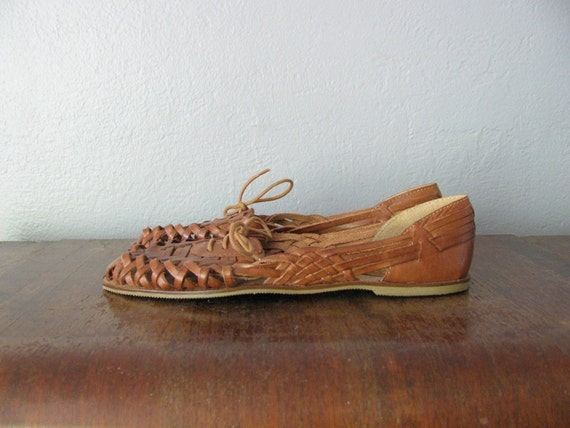 vintage brown leather WOVEN LACE-UP flats. size 8.