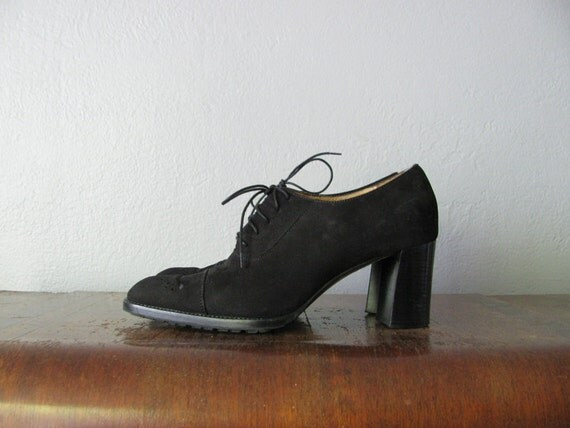 s a l e . vintage black leather pointy WITCHY OXFORD HEELS. size 7.