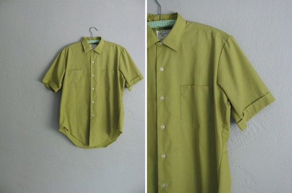vintage men's '60s PEA green short sleeve OXFORD summer shirt. TALL. size l.