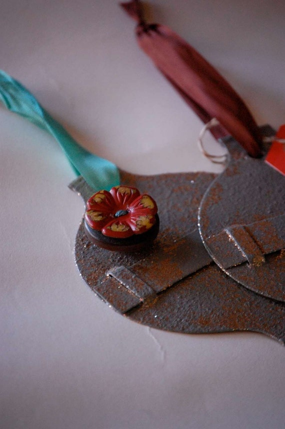 knack ornamental- turquoise ribbon and a vintage button magnet