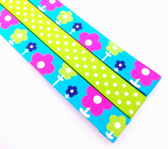 Pattern Place Keeper - Magnet Bookmark - Knitting Crochet - Summer Blue Flowers and Green Dots