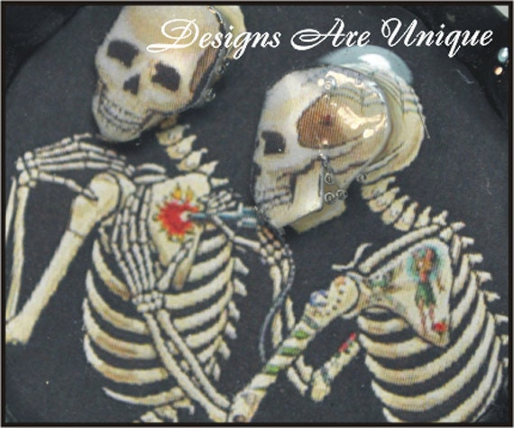 3D Skeletons giving heart tattoo bottle cap necklace