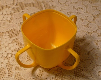 Vintage Tommee Tippee small childs cup
