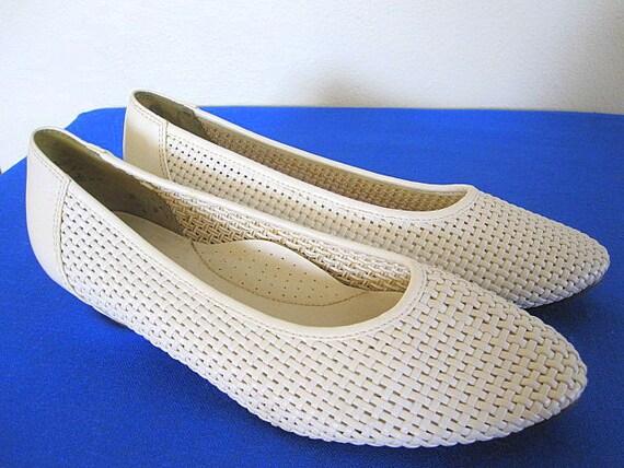 Vintage White Basket Weave Vegan Flats Size 9