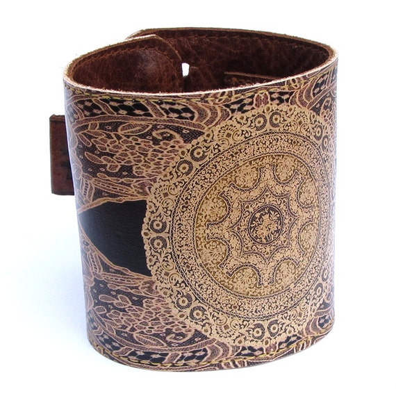 Leather cuff / wallet wristband - Elagent lace