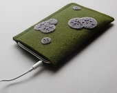 ipod touch sleeve in felt with mold decoration