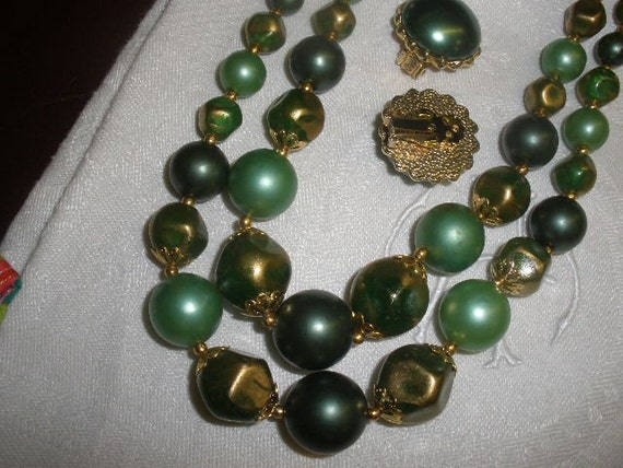 sale, Emerald, Frosted, HOLIDAY Green 1960s  Acrylic Bead , ADJUSTABLE Necklace, Clip, 23 inches, Goldtone Bead Caps, Great Condition