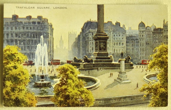 1930s Vintage Postcard of Trafalgar Square, London, England