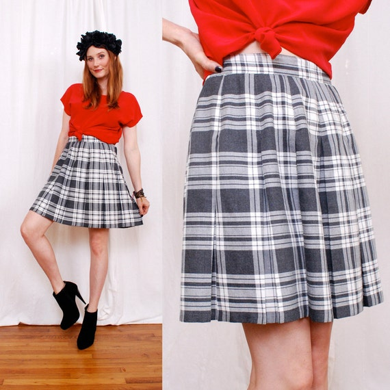 Adorable Vintage PLAID Schoolgirl Mini Skirt s/m - amazing grey and white plaid, pleated skirt, sexy mini shape - - FREE Worldwide Shipping