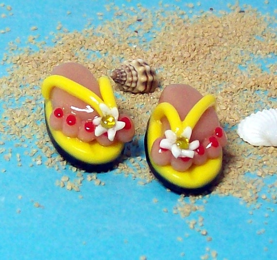 Flip Flop BEADS Handmade from Polymer Clay - Sunny Yellow Straps with a White Daisy