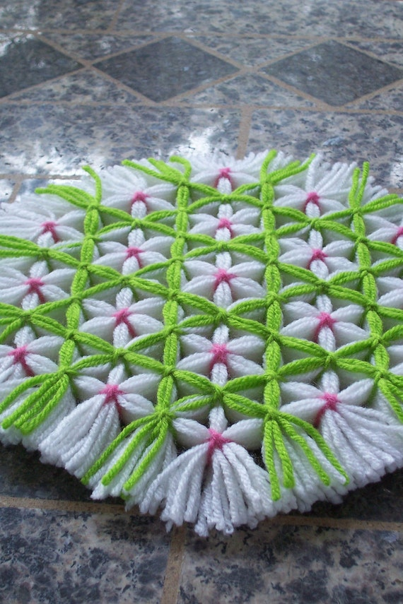 Retro Woven Kitchen Trivet, Cherry Blossom Trellis, Yarn Hot Pad, Yarn Serving Mat, Yarn Trivet, Woven Mat, Flower Hot Pad Lime Green Trivet