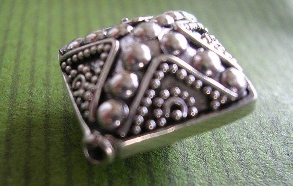 Sterling Bead square shape 17x17x9mm Bali (1)