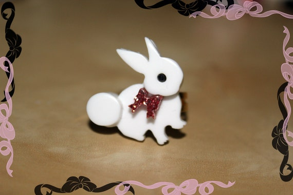 Laser cut acrylic bunny ring.  Matches Angelic Pretty's lolita series 'Wonder 'Story'
