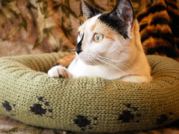 KNITTING PATTERN for Plush Bed for a Cat or Dog