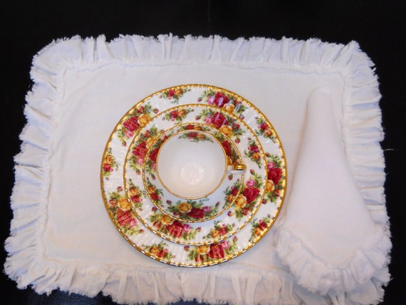 Lily...linen placemats set of 4 .....with frayed ruffle