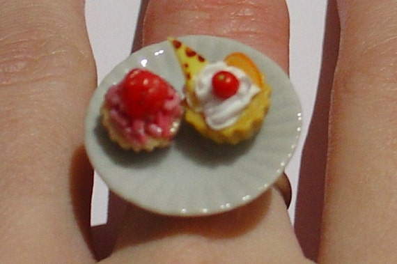 Cute and kitsch cupcake ring