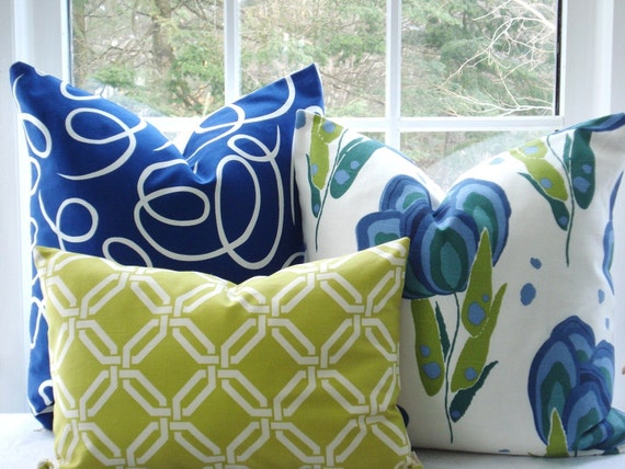 Reserved for Guadaloupe....Beautiful-- 14 x 18  Lumbar Decorative Pillow Cover--Designer Fabric --- Trellis Design --Lime and Off White